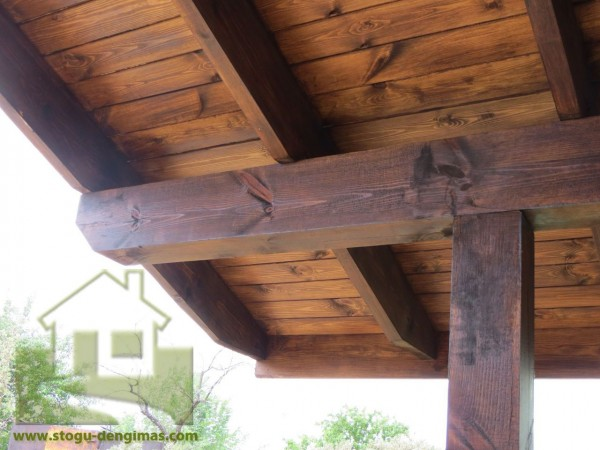 Medinis stogo pakalimas